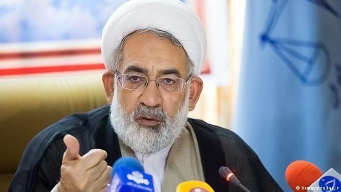 """دادستان کل کشور احمدینژاد را فردی """"قانونگریز"""" خواند"""
