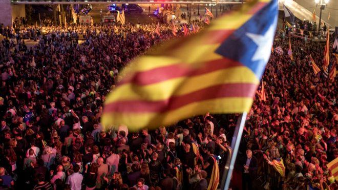 بسیاری از حوزه های رای گیری رفراندوم استقلال کاتالونیا توسط پلیس اسپانیا بسته شد