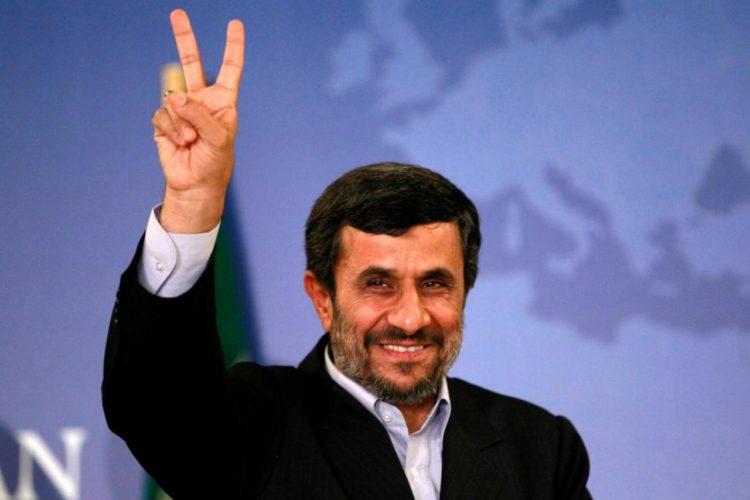 """احمدینژاد به """"موج سواری"""" و بسیج """"ضدانقلاب"""" متهم شد"""