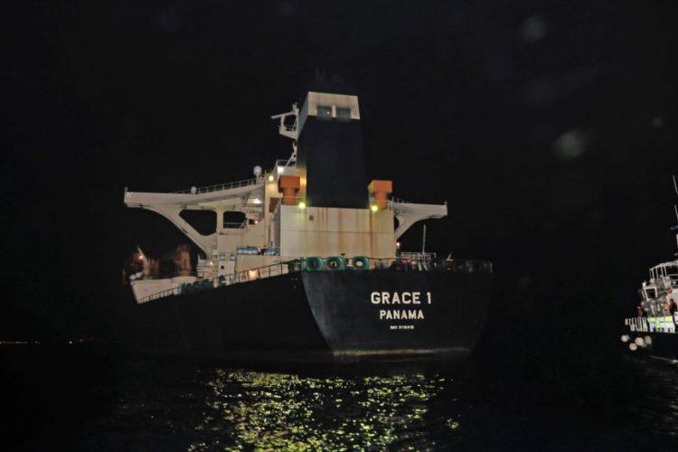 پلیس جبلالطارق ناخدای نفتکش ایرانی را بازداشت و اسناد داخل کشتی را ضبط کرد