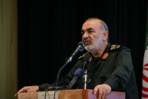 فرمانده سپاه در بازدید از نیروهای تنگه هرمز: دشمن خطا کند راهبرد ما تهاجمی میشود