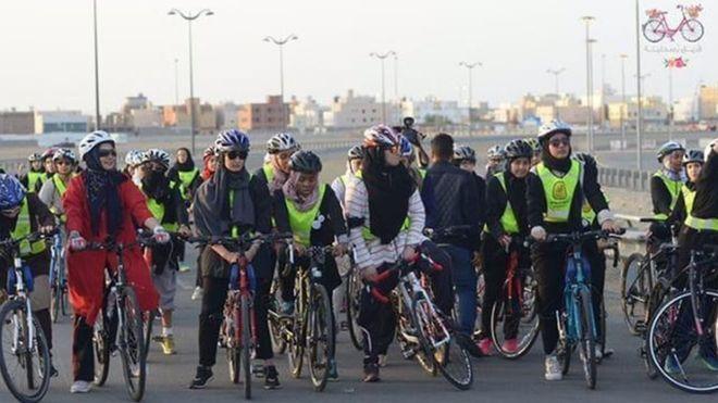 اولین مسابقه دوچرخهسواری زنان در عربستان برگزار شد