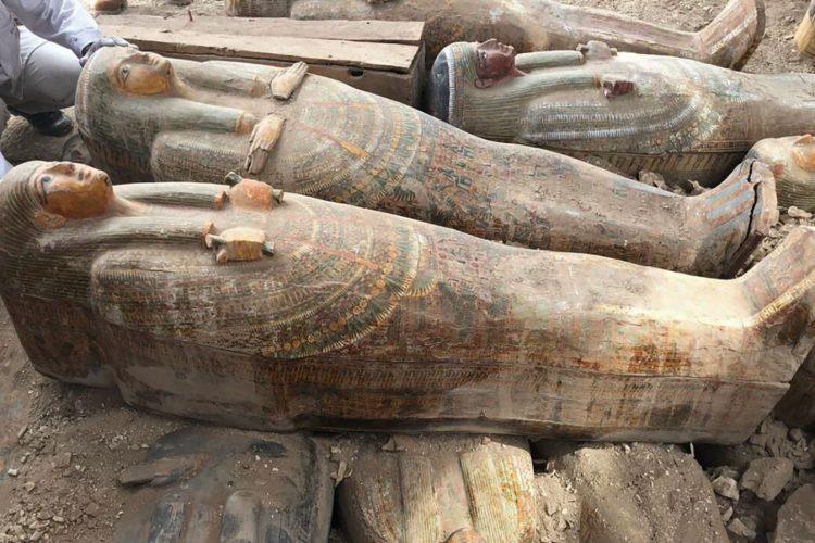 بیش از ۲۰ تابوت چوبی از مصر باستان در شهر مردگان کشف شد!