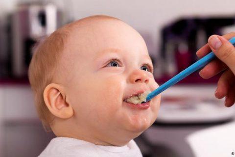 خطر قند و شکر در تغذیه کودک
