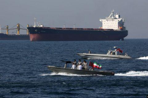 یک مقام آمریکایی: ایران احتمالا یک «نفتکش اماراتی» را توقیف کرده است