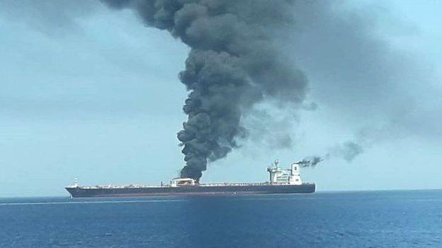 به دو نفتکش در نزدیکی آبهای ایران حمله شده است