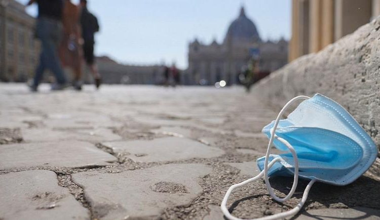 معترضان به استفاده اجباری از ماسک در رم تظاهرات کردند!
