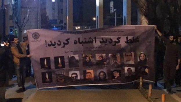 تجمع در چند شهر ایران در اعتراض به انکار اصابت موشک به هواپیمای اوکراینی؛ گاز اشکآور و شعار علیه رهبر و سپاه در تهران