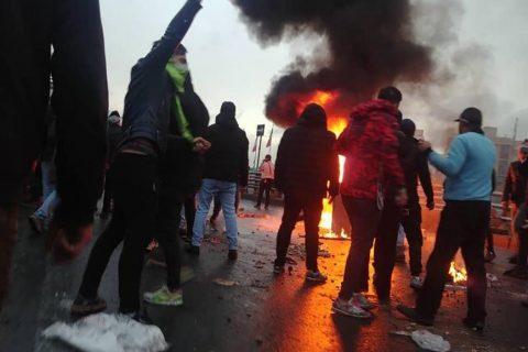 اعتراف مقامات جمهوری اسلامی به تیراندازی به معترضان؛ محمود صادقی: پرسیدیم چرا به سر شلیک شده، وزیرکشور گفت به پا هم زدهاند!