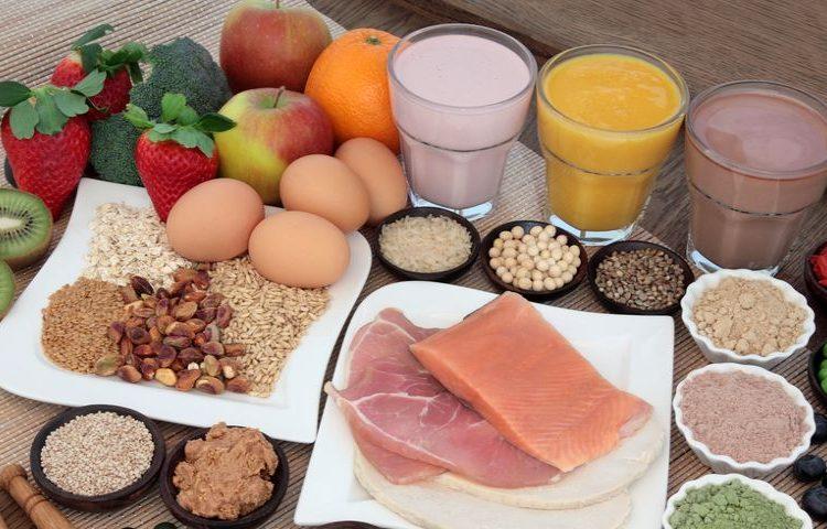 ما چقدر پروتئین نیاز داریم و آیا مصرف پروتئین به کاهش وزن کمک میکند؟